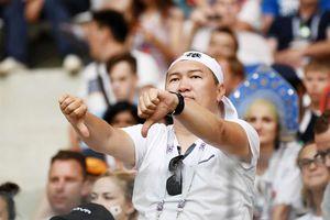 Nhật Bản hứng 'mưa gạch đá' vì trò hề đi bộ 10 phút cuối
