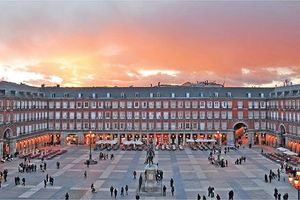 Từ quảng trường Tây Ban Nha nhớ về Hà Nội
