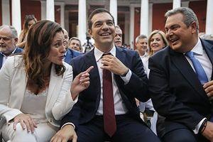 Hy Lạp hân hoan vì thủ tướng đeo cà-vạt