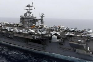 Đội tàu sân bay Mỹ 'nắn gân' tàu ngầm Nga ở Đại Tây Dương