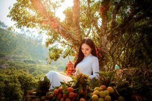 Người đẹp Nguyễn Oanh khoe vẻ tinh khôi giữa đồi vải Lục Ngạn
