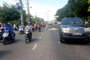 Bị ô tô cán tử vong sau va chạm với xe máy và ngã xuống đường