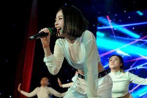 Chi Pu khoe vũ đạo 'nóng bỏng' nhất từ trước tới giờ' và trải lòng xúc động tại fan meeting