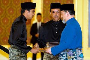 Bộ trưởng hotboy 25 tuổi bị đồn hẹn hò cháu nội Thủ tướng Malaysia