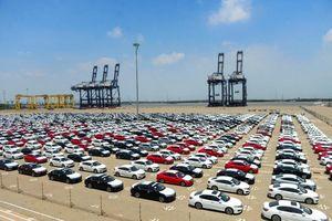 200 xe hơi Toyota miễn thuế đầu tiên về Việt Nam Lô xe mới được nhập từ Thái Lan, hưởng thuế nhập khẩu 0%, chỉ đóng thuế tiêu thụ đặc biệt và thuế VAT.