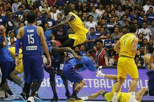 Hỗn chiến không khác võ đài tại giải bóng rổ FIBA World Cup