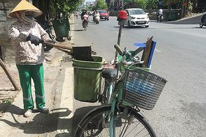 Nhọc nhằn những người 'phơi nắng' ngoài đường ở Thủ đô