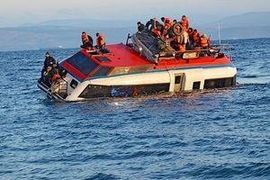 Thái Lan: Lật tàu chở du khách trên biển Phuket, 49 người đang mất tích