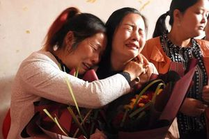 Cô bé từng bị bắt cóc, đánh đập suốt 21 năm vỡ òa vì tìm được gia đình