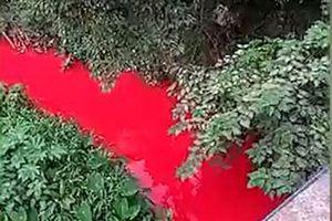Dòng sông nhuộm đỏ ở Trung Quốc