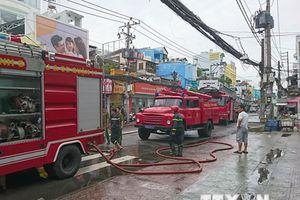 TP.HCM: Cháy gần chợ Hòa Hưng, nhiều người hoảng sợ tháo chạy