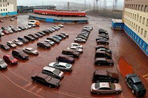 Kinh hãi trận mưa 'máu' nhuộm đỏ toàn bộ bãi xe vùng Siberia