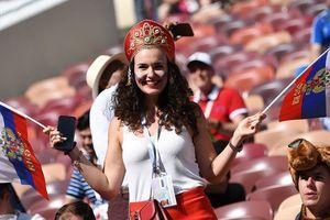 Những chiếc mũ Kokoshnik Nga tô điểm khán đài mùa World Cup