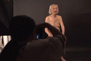 Showbiz 7/7: Cụ ông 89 tuổi làm mẫu khỏa thân là ai?
