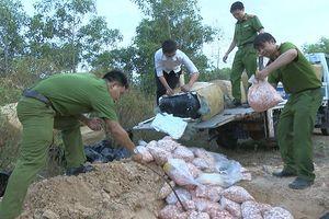 Tiêu hủy khẩn cấp 1 tấn sụn gà thối ở Quảng Trị