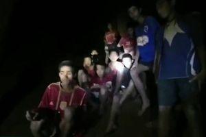 4 thành viên đầu tiên của đội bóng Thái Lan thoát ra khỏi hang Tham Luang an toàn