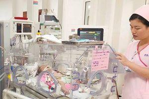 Bé trai 5 ngày tuổi bị ọc máu vì ứ độc chất NH3 gấp 10 lần bình thường