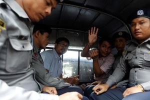Myanmar buộc 2 phóng viên Reuters tội 'xâm phạm bí mật quốc gia'