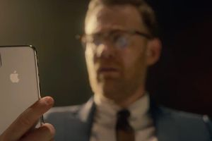 Apple tung video quảng cáo Face ID trên iPhone X
