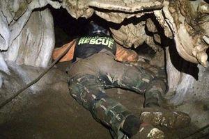 Clip: Cận cảnh độ nguy hiểm của hang Tham Luang nơi đội bóng Thái Lan mắc kẹt