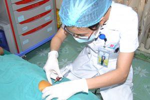Tiêm huyết tương giàu tiểu cầu trị khớp, bệnh nhân đi lại dễ dàng