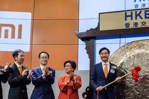 Cổ phiếu Xiaomi lao dốc ngày đầu chào sàn chứng khoán