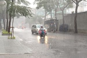 Miền Nam mưa to, dông mạnh, đề phòng tố lốc