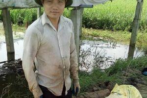 Chàng 'Quách Tĩnh' ngắm mưa rào, đợi rắn đẻ, thu tiền rủng rỉnh
