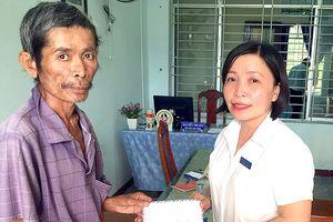 Trao tiền giúp đỡ trường hợp 'Cả nhà mắc bệnh hiểm nghèo'