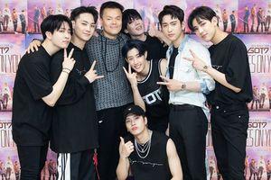 Là chủ tịch JYP nhưng Park Jin Young cũng có lúc cuồng nhiệt với GOT7 như fan ruột thế này!