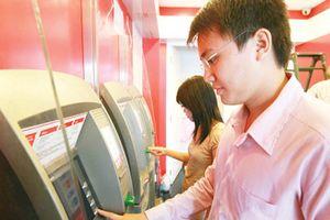 Phí rút tiền nội mạng thẻ ngân hàng tăng từ ngày 15.7