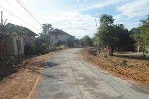 Người dân tự nguyện hiến đất làm đường giao thông