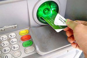 NHNN yêu cầu dừng thu phí rút tiền nội mạng ATM