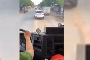 Người lái ô tô 'giả điếc' không nhường đường cho xe cứu hỏa sẽ bị xử phạt ra sao?