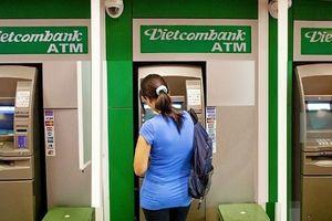 Vietcombank thông báo dừng tăng phí rút tiền nội mạng