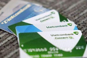 Vietcombank dừng tăng phí rút tiền ATM
