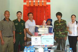 Đồn Biên phòng Tân Thanh bàn giao nhà tình thương cho hộ nghèo