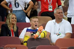 Thua Croatia trong trận bán kết, thủ môn đội tuyển Anh vẫn tươi cười bên bạn gái