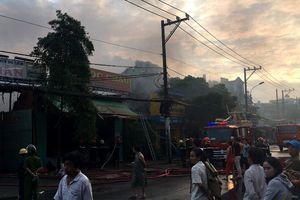 Cháy kho vải ở Tân Bình