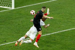 Bàn thắng của Perisic gây tranh cãi vì tung chân cao qua đầu Walker