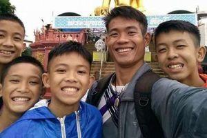 Sau khi được cứu ra khỏi hang, thầy trò đội bóng nhí Thái Lan nhận tin vui đầu tiên