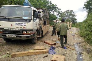 Xe chở gỗ bị lật, 2 người chết: Đình chỉ nhiều cán bộ