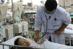 'Bắc cầu' mạch máu cứu sống bé gái 13 tuổi ói ra máu ồ ạt