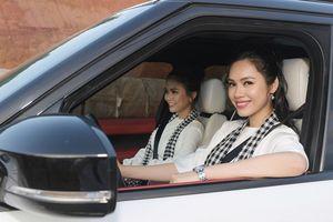 Á hậu Hoàng My lái siêu xe chở Mâu Thủy đi tặng sách ở Sa Pa