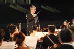 Nhạc trưởng Honna Tetsuji dẫn dắt đêm Hòa nhạc đặc biệt Toyota 2018