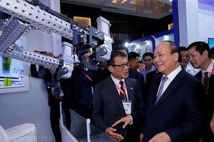 Thủ tướng dự Diễn đàn cấp cao và Triển lãm công nghiệp 4.0