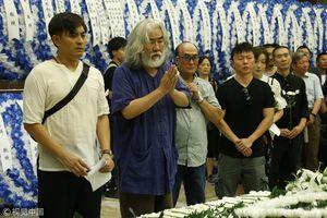 Nghệ sĩ Trung Quốc và người thân viếng cao thủ 'Thiên long bát bộ'