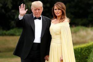 Đệ nhất phu nhân Mỹ Melania Trump lần đầu mặc váy như công chúa