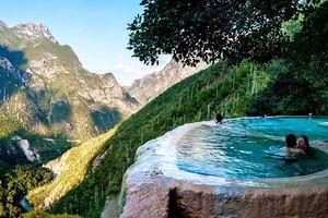 Bể bơi khoáng chất tự nhiên đẹp tựa thiên đường ở Mexico