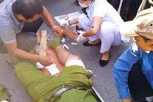 Hai cảnh sát bị bắn khi vây bắt kẻ trốn lệnh truy nã